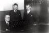 Reprofoto.Artur Kapp koos oma õpilastega G.Heueriga ja A. Uritammega Tallinna Konservatooriumis. 1937