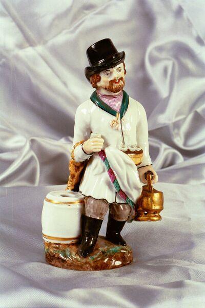 Mees teekannuga