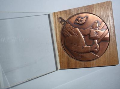 Medal. KALEVIPOEG KÜNDMAS.