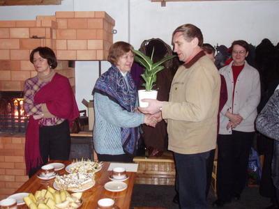 Foto. Muuseumitöötajad Dr. Fr. R. Kreutzwaldi Memoriaalmuuseumi 65. a. juubeli tähistamisel.  Võru, 10.02.2007.