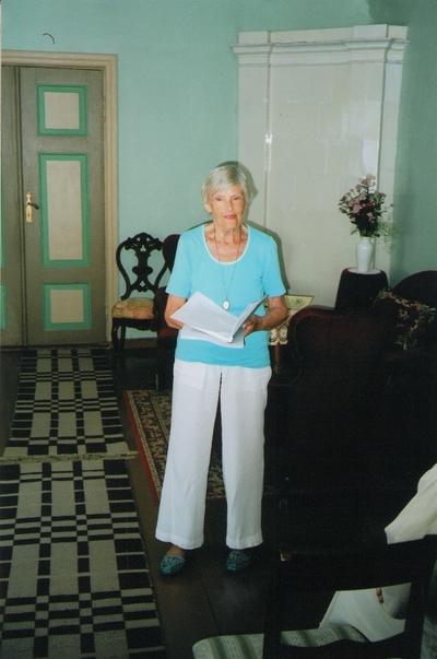 Foto. Heivi Pullerits Võrumaa muuseumide juubelite tähistamisel. Võru, 07.07.2006.