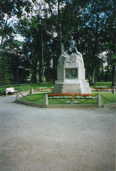 Foto. Fr. R. Kreutzwaldi mälestussammas Võru pargis (80. a. avamisest). Võru, 29.08.2006.