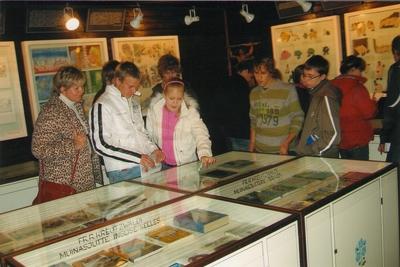 Foto. Viljandi Paalalinna Gümnaasiumi õpilased muuseumis ekskursioonil. Võru, 12.10.2006.