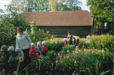 Foto. Võru lasteaia PÄKAPIKK lapsed muuseumis ekskursioonil. Võru, 24.11.2006.