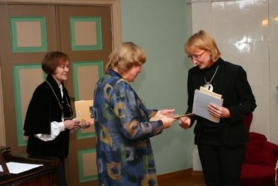 Foto. Kreutzwaldi mälestuspäev. Mälestusmedalit võtab vastu Marin Laak. Võru, 14.12.2007.