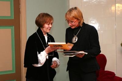 Foto. Kreutzwaldi mälestuspäev. Aimi Hollo ja Marin Laak. Võru, 14.12.2007.