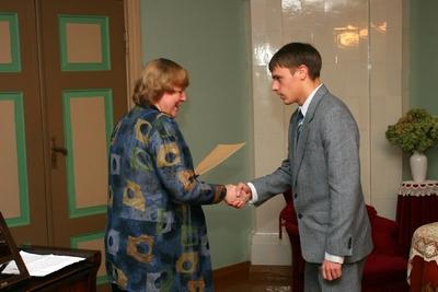 Foto. Kreutzwaldi mälestuspäev. Kreutzwaldi stipendiumi võtab vastu Toivo Varrik. Võru, 14.12.2007.