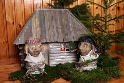 Foto. Fr. R. Kreutzwaldi muinasjututegelased Lopi ja Lapi. Võru, 2006.