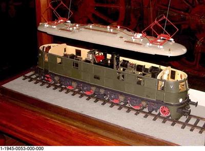 Elektrische Schnellzuglok E 18 von 1935, 118 DB; 218 DR; Modell 1:20