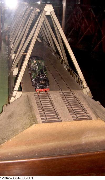 Dreigurtbrücke von 1930 über die Rur bei Düren, Modell 1:30