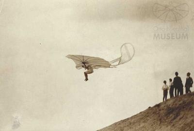 Fotografie: Otto Lilienthal im Flug (F0832)