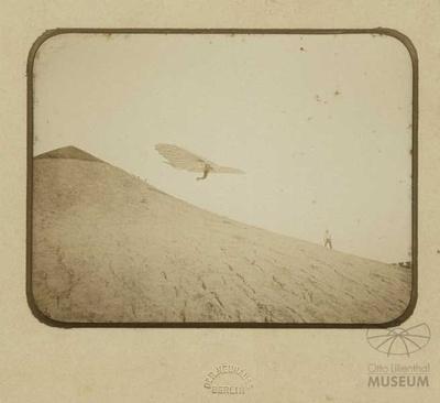 Fotografie Flugversuch Otto Lilienthals (f0113)