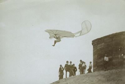 Fotografie Flugversuch Otto Lilienthals (f0083)