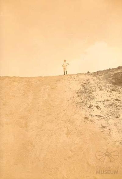 Fotografie Otto Lilienthal im Fluggelände