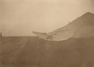 Fotografie Flugversuch Otto Lilienthals (f0102)