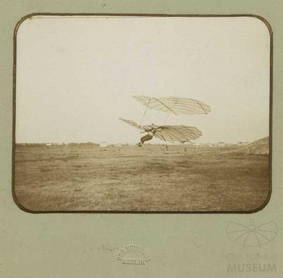 Fotografie Flugversuch Otto Lilienthals am Fliegeberg