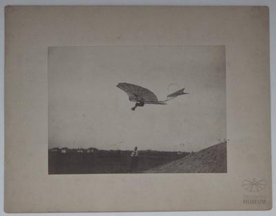 Otto Lilienthal im Flug am Fliegeberg