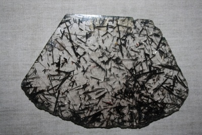 Turmalin-Nadeln in Bergkristall