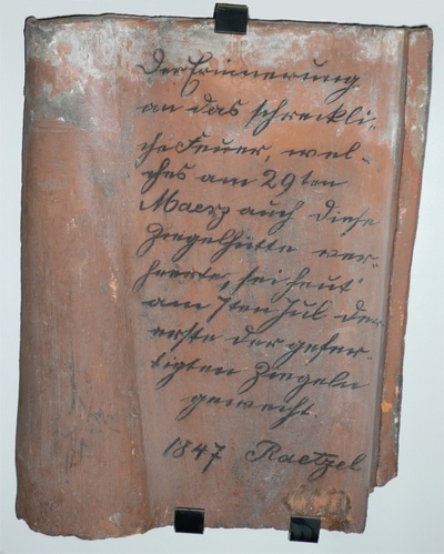 Dachziegel mit Inschrift