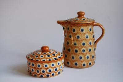 Kaffekanne und Zuckerdose in Bunzlauer Art