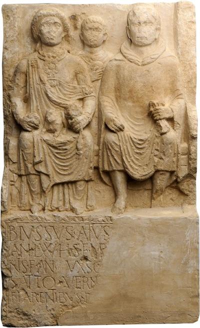 Grabstein des Schiffers Blussus und seiner Frau Menimane