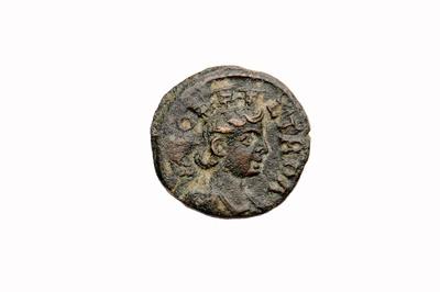 Bronzemünze: Stadtgöttin (Tyche) / Adler mit Stierkopf