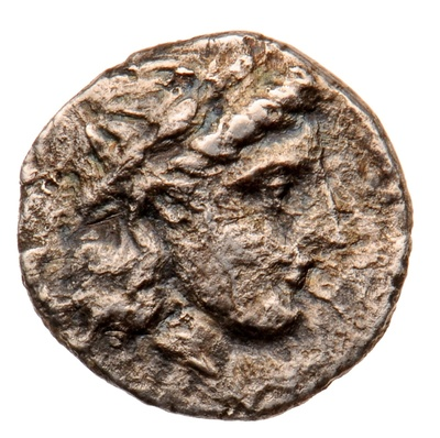 Kopf des Gottes Apollon / grasendes Pferd