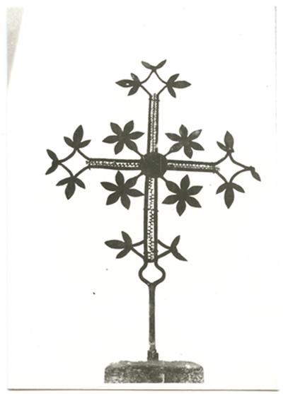 Zarasų rajono Dusetų miestelio kapinių kryžiaus arba koplytėlės viršūnė – metalinis kryžius