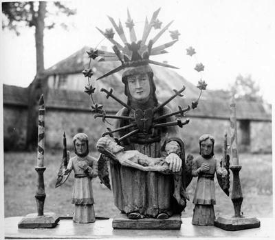"""Židikų (Mažeikių r.) kaimo skulptūra """"Pieta"""""""