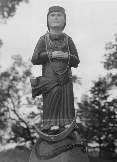 Nekalto Prasidėjimo Švč. Mergelė Marija (Žlibinų šventoriaus (Plungės r.) skulptūra)