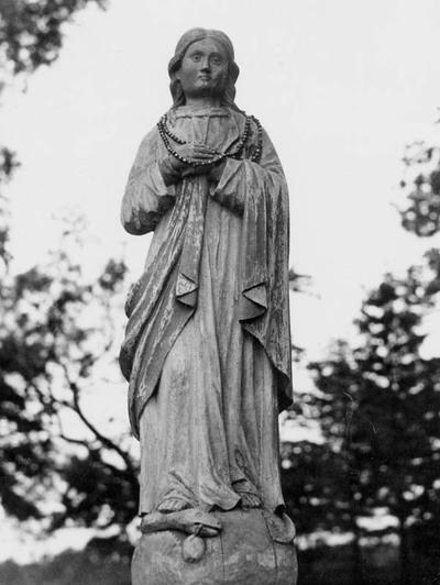 """Žlibinų šventoriaus (Plungės r.) skulptūra """"Nekalto Prasidėjimo Švč. Mergelė Marija"""""""