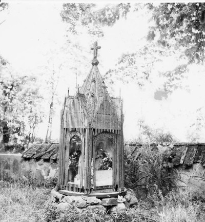 Žlibinų šventoriaus (Plungės r.) koplytėlė