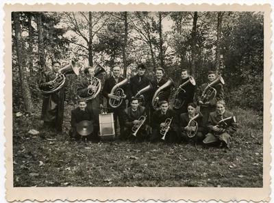 Būdviečių orkestras (vadovas L. Orberkis) apie 1958 m. spalio mėnesį Rabzojuose