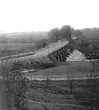"""Nuotrauka """"Medinis tiltas per Jūros upę prie Tauragės 1916 metais"""""""
