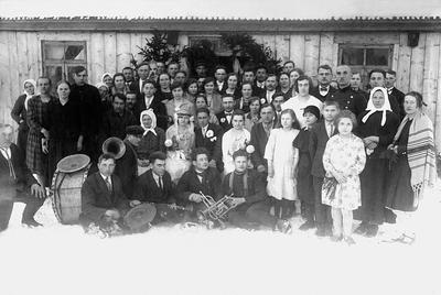 """Nuotrauka """"Juzefos Plačiaitės (1908–1943) ir Petro Šikšniaus (1906–1952) vestuvės Žygaičių valsčiaus Viluščių kaime 1930 metais"""""""