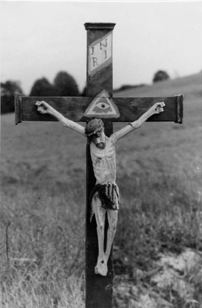 Uokiškių kaimo (Mažeikių rajonas) kryžius su Nukryžiuotoju
