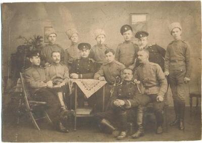 <b>Rēveles kara cietokšņa hospitāļa darbinieki.></b>
