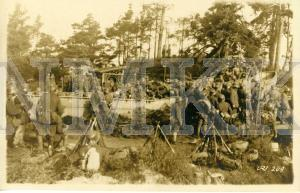ATKLĀTNE: Vācijas armijas karavīri pārvieto pontonus tilta būvei pār Daugavu, Latvija; ATKLĀTNE: Vācijas armijas karavīri pārvieto pontonus tilta būvei pār Daugavu, Latvija