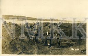 ATKLĀTNE: Vācijas armijas karavīri pie ierakumiem Daugavas krastā netālu no Ikšķiles ; ATKLĀTNE: Vācijas armijas karavīri pie ierakumiem Daugavas krastā netālu no Ikšķiles