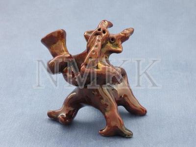 Sīkplastikas figūra - svilpaunieks āzis ar tauri ;