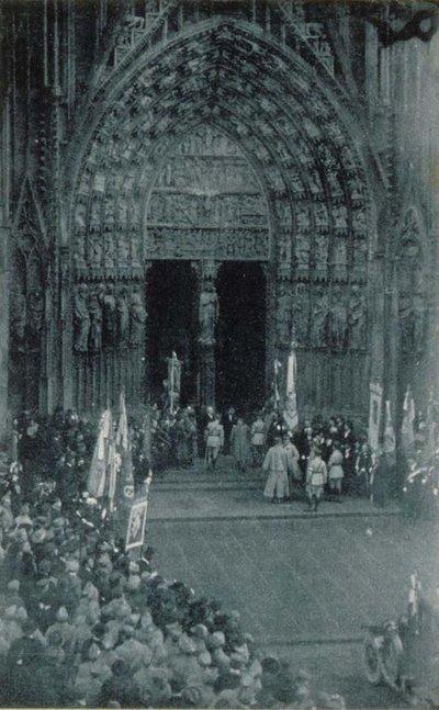 Strasbourg, novembre 1918: les autorités sur le parvis de la cathédrale (TR)
