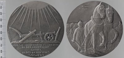 Soldat allemand tenant la charrue : Médailles et décorations / Harders, Hans