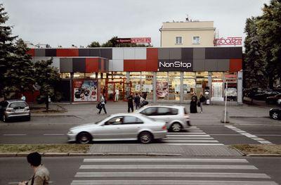 """Supermarket """"NON STOP"""" przy ul. Asnyka [Fotografia]"""