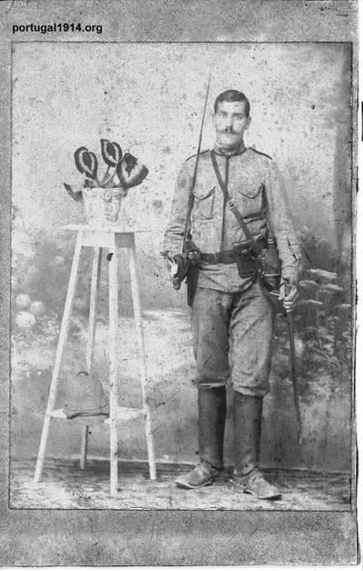 Sebastião Gonçalves pronto para ir à guerra
