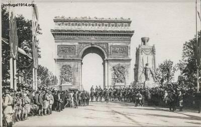 Colecção de Postais de Manuel Tomás Fernandes Pereira - Desfiles da Vitória e Actos Solenes