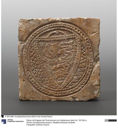 Fliese mit Wappen der Truchsessen von Waldenburg