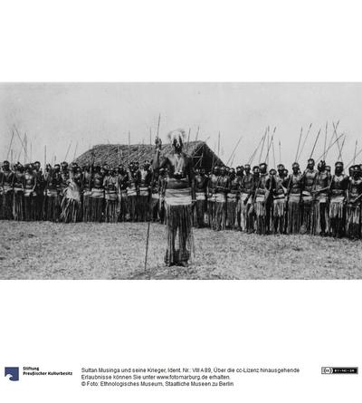 Sultan Musinga und seine Krieger