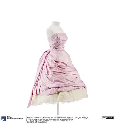 Ballkleid aus rosa Seidentaft mit separatem Gürtel