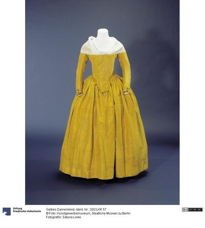 Gelbes Damenkleid