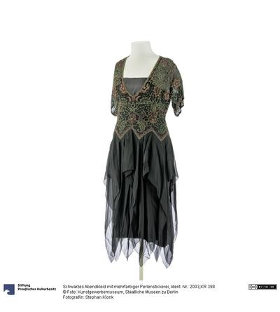 Schwarzes Abendkleid mit mehrfarbiger Perlenstickerei